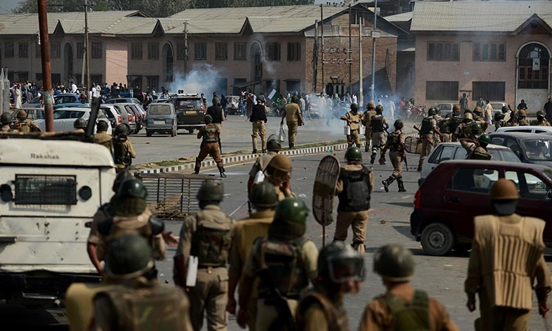 Kashmir residents clash with police in 2014. PHOTO: AFP